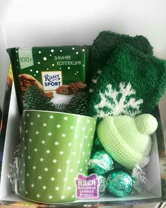 26 New Ideas for birthday box diy christmas Christmas Gift Baskets, Christmas Gift Box, Simple Christmas, Craft Gifts, Holiday Gifts, Christmas Crafts, Christmas Ideas, Birthday Box, Friend Birthday Gifts