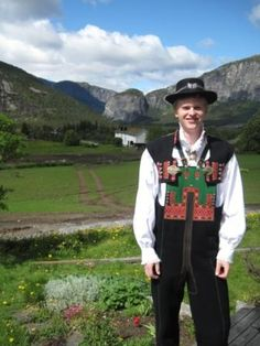 Setesdal bunad, with the Myrum family farm in the background. Folk Costume, Costume Dress, Costumes, Kristiansand, Going Out Of Business, We Are The World, My Heritage, Unique Dresses, Norway