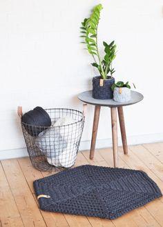 Hæklet sekskantet gulvmåtte med læderrem - Tante tråd Crochet Afghans, Crochet Patterns, Crochet Home Decor, Diy Crochet, Crafts To Do, Home Projects, Rugs, Knitting, Creative