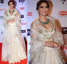 Sonam Kapoor in Anamika Khanna lehenga | #Bollywood #FilmfareAwards #Celebrities