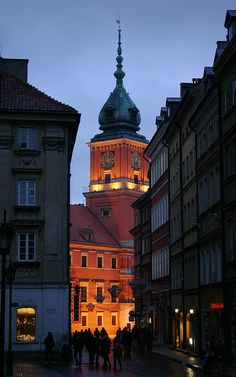 Altstadtgasse zum Schloss    Old Town lane leading to the Royal Palace, Warsaw  Polonia