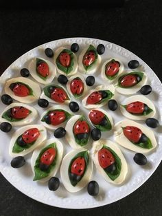 Tomate-Mozzarella-Marienkäfer Tomato mozzarella ladybug, a popular recipe from the Party category. Party Finger Foods, Snacks Für Party, Appetizers For Party, Appetizer Recipes, Christmas Appetizers, Party Games, Dinner Recipes, Christmas Decorations, Tomate Mozzarella