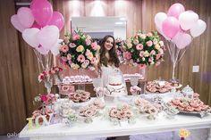 Confira a belíssima decoração do Chá de Panela da Barbara, nos mais variados tons de rosa e salmão, que contou com o toque romântico da Mel Pitanga Eventos!