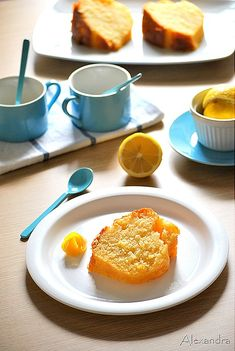 Lemon cake in syrup! (in Greek) Good Food, Yummy Food, Greek Cooking, Group Meals, Greek Recipes, Bon Appetit, Food Inspiration, Cake Recipes, Sweet Tooth