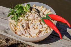 Ihan paras kinkkumakaronisalaatti - sopii arkeen ja juhlaan - Starbox Pasta Salad, Grains, Rice, Ethnic Recipes, Food, Crab Pasta Salad, Hoods, Meals, Seeds