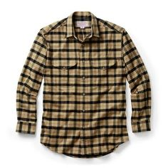 The iconic Filson Alaskan Guide Shirt. Our men's shirt is made with medium-weight, breathable cotton flannel that's wind resistant and brushed for soft comfort against the skin. A true all-purpose flannel shirt. Hunting Shirts, Hunting Clothes, Winter Outfits, Casual Outfits, Men Casual, Winter Clothes, Mens Outdoor Clothing, Cut Shirts, Outdoor Outfit