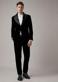 Porque también es su gran día #giorgioarmani #ternosnovio #ternos #trajesnovio #looknovio #matrimoniocompe #novio #groom Giorgio Armani, Soho, Smoking, Ideias Fashion, Normcore, Mens Fashion, Formal, My Style, Fashion For Men