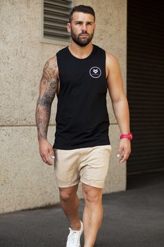 Trends are not limited to work and casual outfits, but while you hustle for that muscle, take some time to get acquainted with Gym Outfit Ideas For Men. Fitness Outfits, Style Masculin, Sport Outfit, Stylish Mens Fashion, Men Street, Bearded Men, Neue Trends, Dapper, Summer Outfits