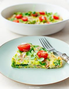 omelette with leeks, spinach, ham and brie cheese Breakfast Recipes, Breakfast Ideas, Brie, Avocado Toast, Vegan Recipes, Vegan Food, Ham, Spinach, Paleo