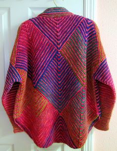This one is right up my alley. I love this combination of the pink Araucania Toconao Multy and Knit One Crochet Too& Paint Box (color. Knitted Poncho, Knitted Shawls, Crochet Shawl, Crochet Yarn, Knitting Stitches, Hand Knitting, Knit Cardigan Pattern, Knit Jacket, Knitting Patterns