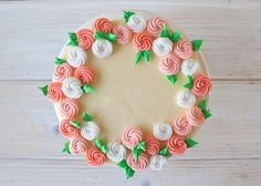 How to make perfectly pretty royal icing rosettes: Free cake decorating tutorial on Craftsy!