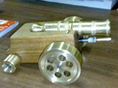 Cannoncino tornito in bronzo e legno