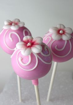 Floral Cake Pops in Pink by tonial Cake Pop Bouquet, Flower Cake Pops, Flower Cakes, Cake Pop Designs, Cake Pops How To Make, Cookie Pops, Floral Cake, Macaron, Love Cake