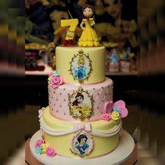 Compre Bolo Fake Princesas Disney no Elo7 | Encontre mais produtos de Bolo Cenográfico e Aniversário e Festas parcelando em até 12 vezes | Bolo fake em biscuit., CA8E6A Bolo Fake Princesa, Princesas Disney, Jasmine, Biscuit, Birthday, Cake, Desserts, Food, Decorating Cakes