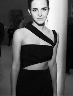 Emma Watson, Met Gala, Ses Petites Mains tiny chic clothing