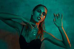 Sara De Blasi - Make Up Artist  IMPACT project, deep contrast & glossy hairbrush make up
