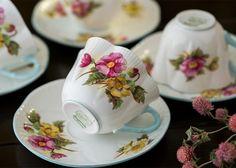 イギリス生まれの上品なカップ  シェリー/Shelley ベゴニア/Begonia コーヒーカップ&ソーサー ディンティー No.13427