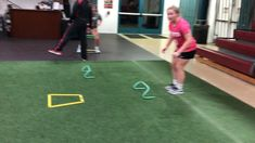 athlete Sarah working on single leg stability and strength. Working on single leg strength will help increase your speed as well as work both sides of the body more evenly. Football Training Drills, Soccer Drills, Soccer Coaching, Speed Workout, Gym Workout Tips, Running Workouts, Short Workouts, Easy Workouts, How To Sprint Faster