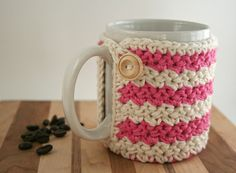 Crochet Cup Cozy - Coffee Cup Cozy - Pink and White Coozie - Mason Jar Cozy - Koozie - Wooden Button on Etsy, 8,96€
