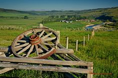 Rural landscapes: the welcoming entrance Polarizing Filter, Shallow Depth Of Field, Canadian History, Western Theme, Wagon Wheel, The Ranch, Windmill, Rocky Mountains, Entrance