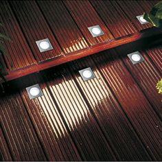 Kit de 4 spots LED encastrables dans les lattes de bois d'une terrasse, spots carrés. Le kit de base, prêt à poser, contient 4 spots LED encastrables carrés- Tension : 220/12V Consommation en Watt : 3W Couleur de LED : blanc froid (7000K) Durée de vie : 50 000h Norme de protection: IP65 Poids net: 1.3KG  Diamètre d'encastrement : 34 mm Profondeur d'encastrement : 45 mm Taille apparente : 44 x 44 mm blanc froid + l'alimentation + les connexions.