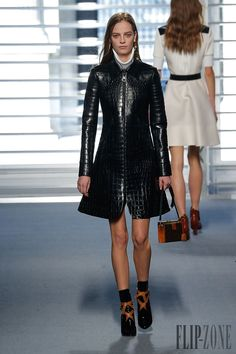 Louis Vuitton Fall-winter 2014-2015 - Ready-to-Wear - http://www.flip-zone.net/fashion/ready-to-wear/fashion-houses-42/louis-vuitton-4645 - ©PixelFormula