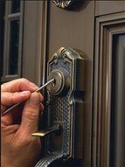 Çelik Kapı Nasıl Açılır - Kapıda kaldım çelik kapı nasıl açılır diye sorduğunuzda size kapınızın kilitli olarakmı yoksa kilitsiz (çekili) olarakmı kaldığınız sormamız gerekir #kapi  #celikkapi #acma #nasil #acilir