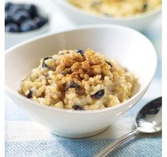 Brown Rice Pudding with Soy Milk and Dried Blueberries - Brown Rice Pudding with Soy Milk and Dried Blueberries - PC - Recipes Pudding Au Quinoa, Easy Rice Pudding, Dried Blueberries, Soy Milk, Yummy Eats, Dessert Recipes, Desserts, Brown Rice, Dairy Free