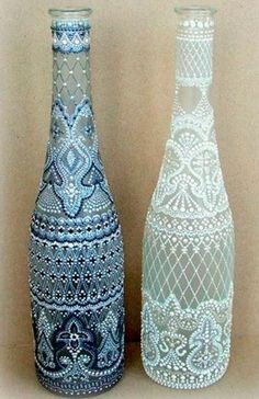 Ideas for creativity – Dot painting on glass pictures) Painted Glass Bottles, Glass Bottle Crafts, Wine Bottle Art, Bottles And Jars, Bottle Bottle, Bottle Painting, Dot Painting, Painting Patterns, Pebeo Porcelaine 150