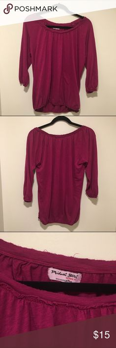 Michael Stars OSFM 3/4 Sleeve Top Scoopneck Tee with elastic 3/4 sleeves and bottom hem. Good used condition. Let me know if you have questions. Bundles and offers encouraged. Michael Stars Tops Tees - Long Sleeve