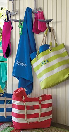This versatile tote services trips to the beach or the market, comfortably carrying all your must-haves.