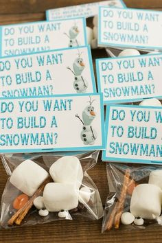 How to plan an amazing frozen birthday party without spending a ton of money. Ideas for decorations, food, activities and more! How to plan an amazing frozen birthday party without spending a ton of money. Ideas for decorations, food, activities and more! Frozen Birthday Party, Winter Birthday Parties, Frozen Theme Party, Frozen Birthday Activities, Frozen Themed Food, Frozen Birthday Invitations, Frozen Activities, Olaf Party, Girl First Birthday Party Ideas Winter