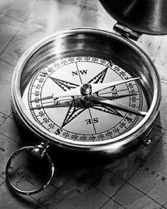 Iphone Homescreen Wallpaper, Iphone Background Wallpaper, Tattoo Design Drawings, Tattoo Designs, Bussola Tattoo, Black And White Pictures, Black And Grey, Grey Clocks, Map Compass