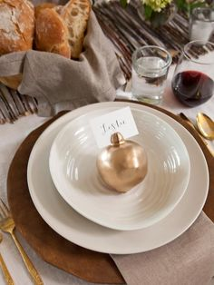 Easily turn real or faux pomegranates into gilded place-card holders to add an organic, rustic touch to your Thanksgiving place settings.  http://www.hgtv.com/handmade/how-to-make-pomegranate-place-card-holders/index.html?soc=pinterest