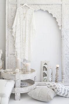 We are a lifestyle store stocking Indian furniture, homewares and fashion in an all-white palette. Based in Noosa.