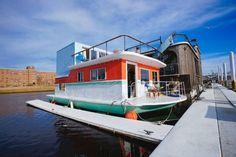 Cozy Little Houseboat Vacation in Queens, New York