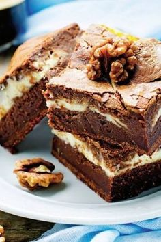 Can anyone translate? They look lovely :-) Negresă cu mascarpone No Cook Desserts, Sweets Recipes, Baking Recipes, Cake Recipes, Romanian Desserts, Romanian Food, Chocolate Cream Cake, White Chocolate, Sweet Tarts