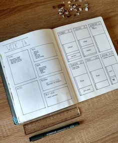 So this is what my weekly looks like when I don't have any time left to draw in my Bullet Journal. A little bit empty but still super functional!