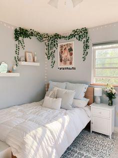 Dorm Room Designs, Room Design Bedroom, Room Ideas Bedroom, Bedroom Decorating Ideas, Bedroom Inspo, Pinterest Room Decor, Stylish Bedroom, Cozy Room, My New Room