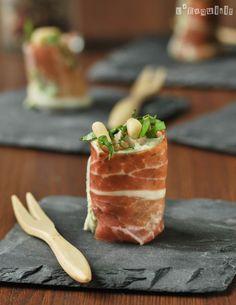 Ham Rolls with Pesto. Ham rolls with pesto (in Spanish) Spanish Dishes, Spanish Tapas, Spanish Pork, Aperitivos Finger Food, Great Recipes, Favorite Recipes, Food Decoration, Mini Foods, Finger Foods