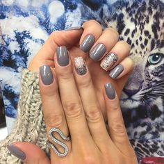 21 Ideas for fails art grey jewels Toe Designs, Simple Nail Art Designs, La Nails, Nails Inc, Gorgeous Nails, Pretty Nails, Grey Nail Art, Holiday Nails, Short Nails