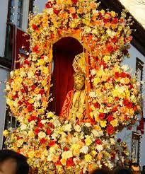 Kuvahaun tulos haulle azorit Ponta Delgada, In Loving Memory, Floral Wreath, Carving, Wreaths, Fall, Beautiful, Festivals, People