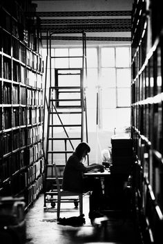 endlesslibraries:  A Place to Read (by Thomas Hawk)