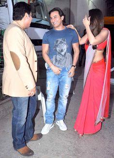 Saif Ali Khan, Kareena Kapoor and Sajid Khan have a chat backstage on 'Nach Baliye 6' #Bollywood #Fashion #Style #Beauty