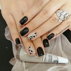 31 New ideas for nails sencillas black Fancy Nails, Love Nails, How To Do Nails, Stylish Nails, Trendy Nails, Perfect Nails, Gorgeous Nails, Short Nail Designs, Nail Art Designs