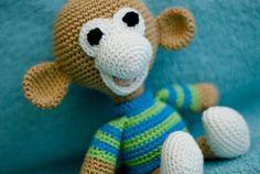 Een leuk patroon van een eigenwijs aapje met coltrui. Ik heb hem Aapje Aart genoemd. Prefer English? Click here for the English crochet pa...
