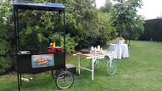 Carritos Pecae de perritos y crepes en evento particular #carritos #pecae #algodondeazucar #palomitas #perritos #hotdogs #crepes #helados #catering #eventos #recena #resoplon #candybar #chuches #cocteles #tacos Crepes, Hot Dogs, Tacos, Ice Cream Cart, Food, Catering Events, Rolling Carts, Cocktails, Pancakes