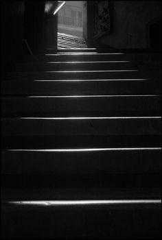 Valparaiso by Sergio Larrain/Magnum Photos. Minimal Photography, Fine Art Photography, Street Photography, Amazing Photography, Tina Modotti, Gordon Parks, Walker Evans, Henri Cartier Bresson, Magnum Photos