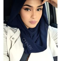 #MOTD #HijabOTD Lips :viva glam 2 & stone lipliner by Mac Hijab in Navy Chiffon Discount code: CHINUTAY10 @voilechic Youtube:Chinutay