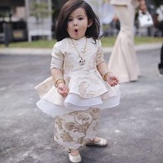 New Ideas For Diy Kids Fashion Clothing Children Kids Party Wear Dresses, Baby Girl Party Dresses, Kids Dress Wear, Little Girl Dresses, Girls Dresses, Baby Frocks Designs, Kids Frocks Design, Kids Ethnic Wear, Kids Dress Patterns